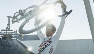 Bisiklet rafa bisiklete takılarak AG2R CITROËN TAKIM binici